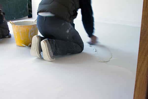 concrete alisado para superficies con baldosas