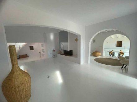 casa microcemento blanco